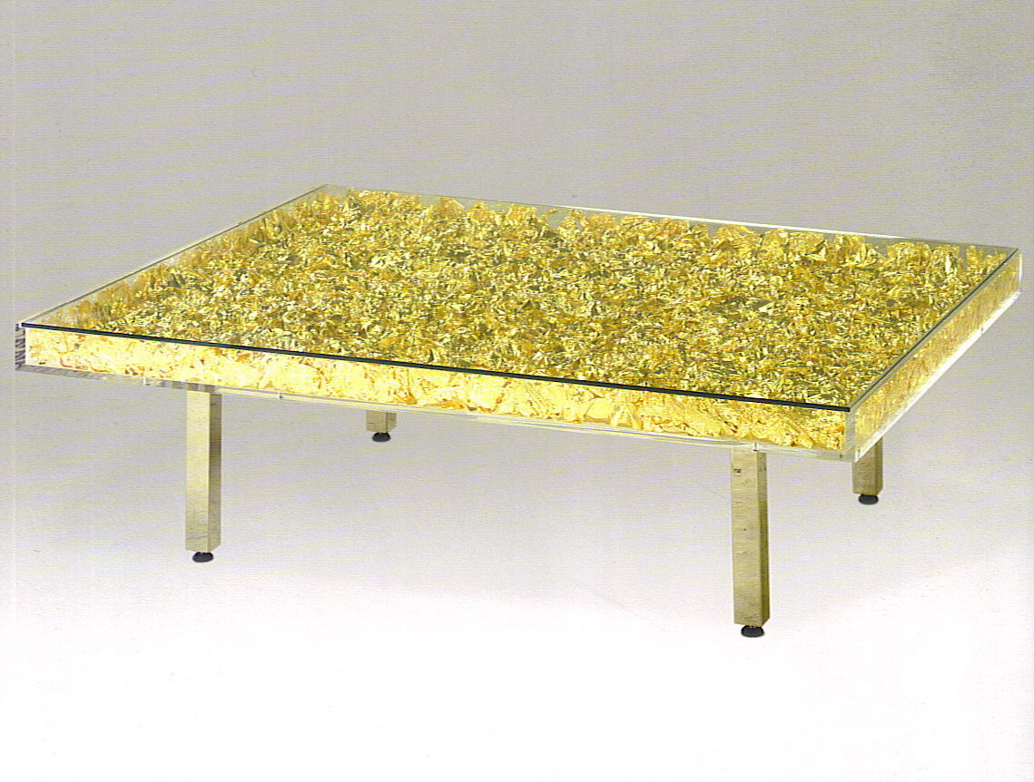 Table monogold table or galerie omagh for Table yves klein