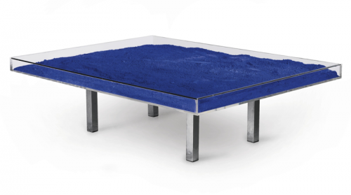 Klein blue table galerie omagh for Table yves klein